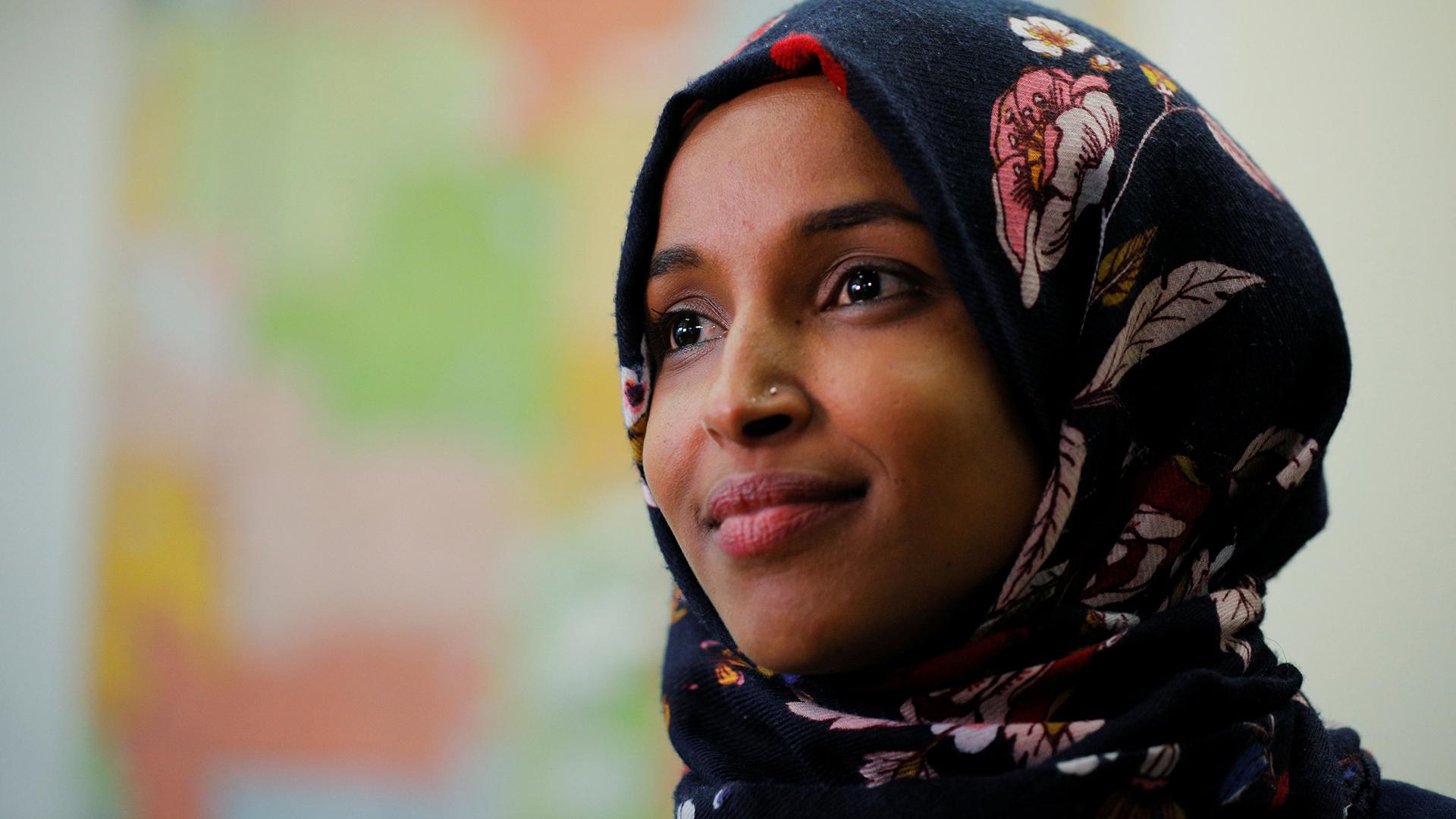 Repulikanski zastupnici u Američkom kongresu su uporedili prvu pokrivenu muslimansku članicu sa teroristima